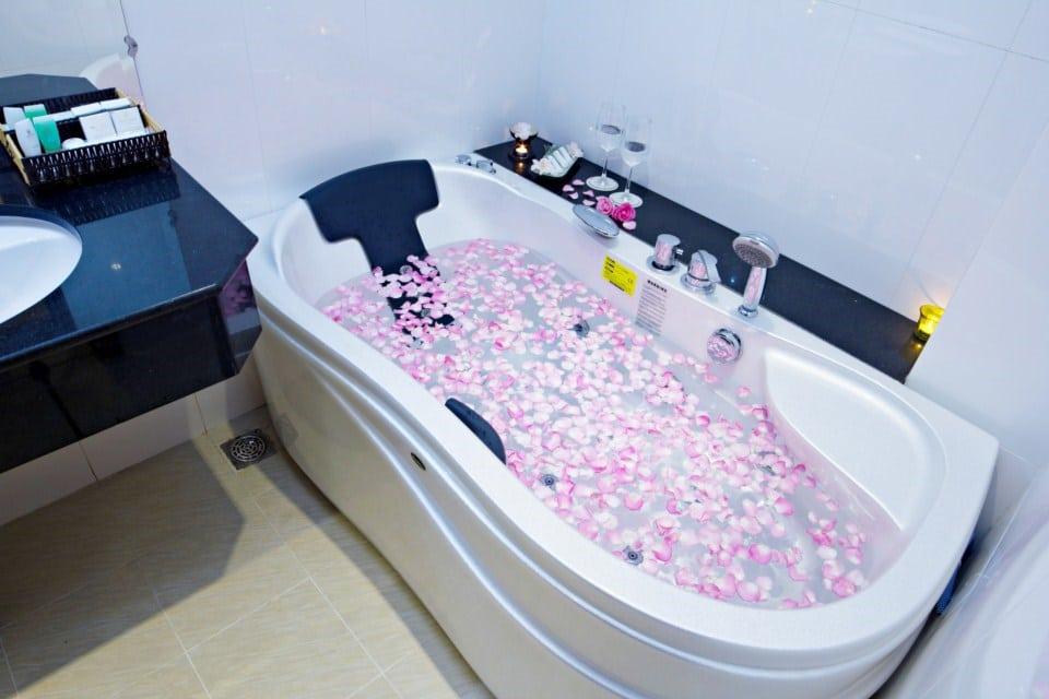 Dinh Phat Hotel - Bathroom