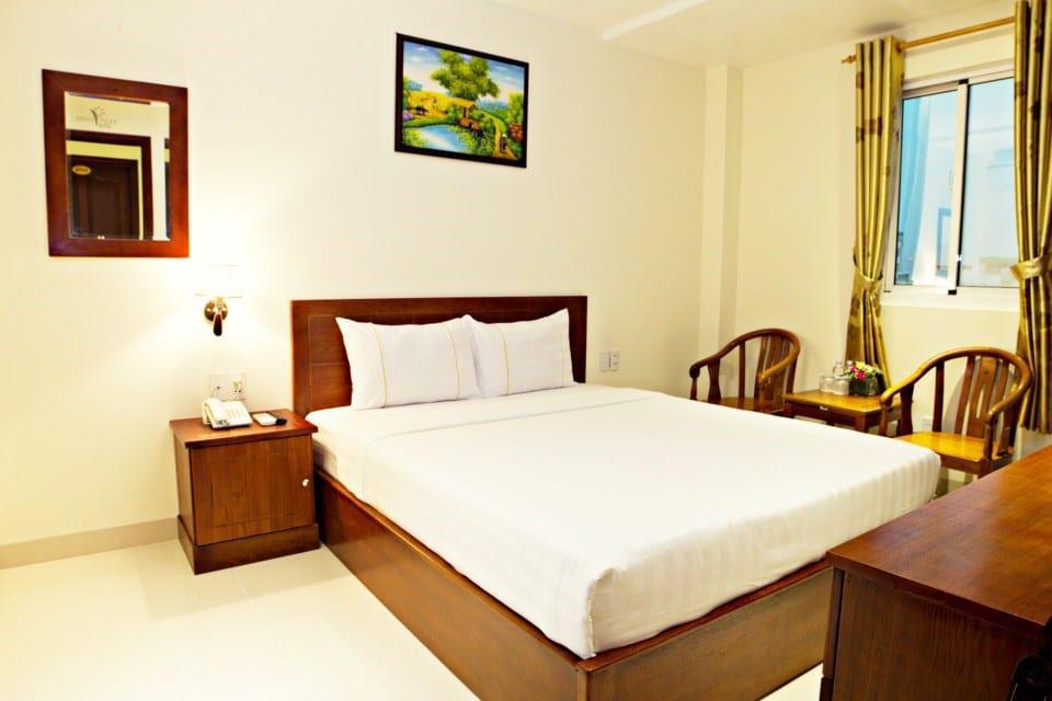 Dinh Phat Hotel - Bedroom