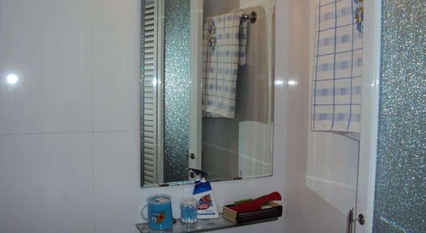 Huong Trinh Hotel - Bathroom