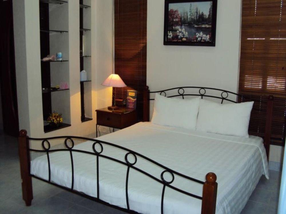 Huong Trinh Hotel - Bedroom