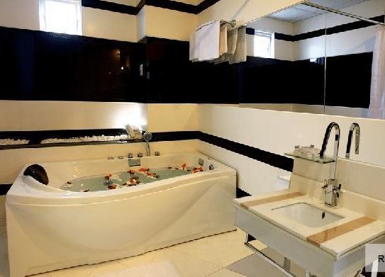 Mai Hotel - Bathroom