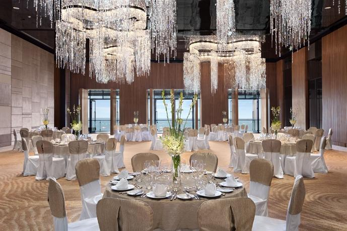 Guest Friendly Hotels In Pattaya - Hilton Hotel Pattaya  - Restaurent