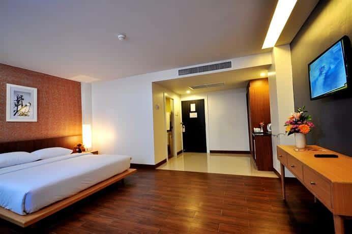 Guest Friendly Hotels In Pattaya - Flipper Lodge - Bedroom