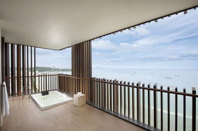 Guest Friendly Hotels In Pattaya - Hilton Hotel Pattaya  - Balcony