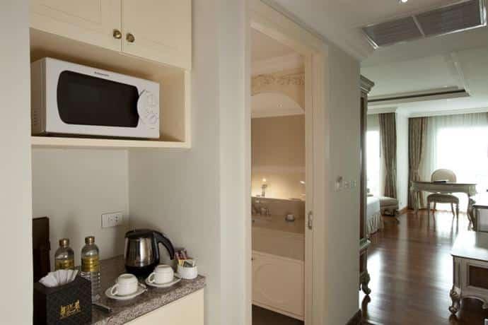 Guest Friendly Hotels In Pattaya - LK The Empress - Kitchen