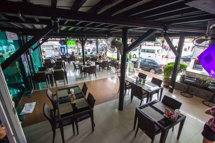 Guest Friendly Hotels In Pattaya - The Beach Front Resort - Restaurent