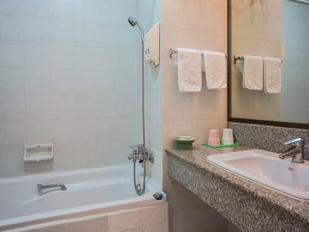 guest friendly hotels in Hua Hin - Sirin Hotel - Bathroom