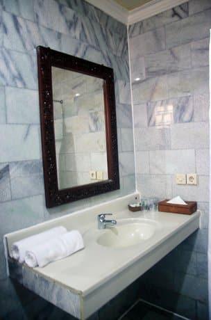 Bali Guest Friendly Hotels - Melasti Beach Bungalows & Spa  - Bathroom