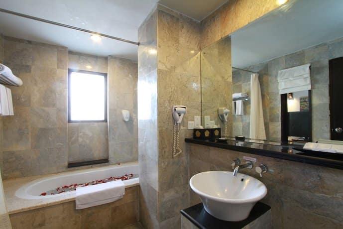 Bali Guest Friendly Hotels - Lokha Legian Hotel - Bathroom