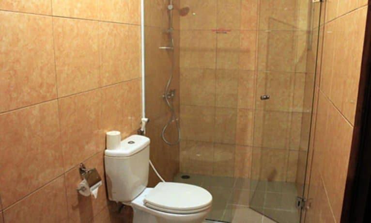 Bali Guest Friendly Hotels - Flora Kuta Bali - Bathroom