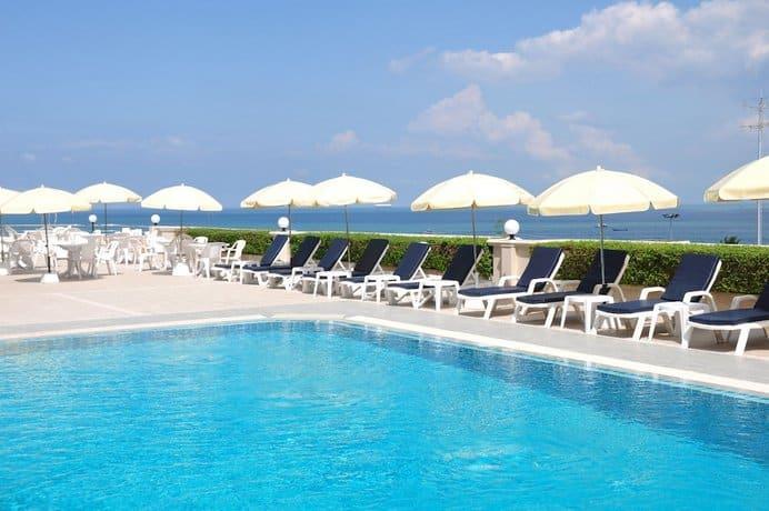 Guest Friendly Hotels In Pattaya - Flipper Lodge - Swimming - pool
