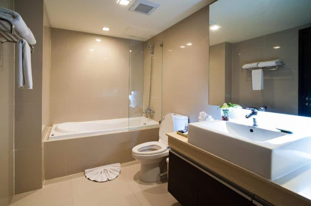 Aspen Suites Hotel Sukhumvit 2 Bangkok by Compass Hospitality-Bathroom