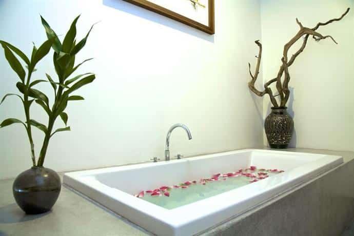 Bunwin Boutique Hotel - Bath Tub