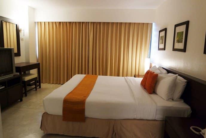 Grand Hotel Pattaya - Delux Bedroom