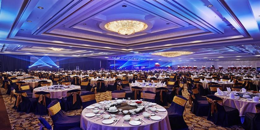 Hotel Istana - Designed Restaurant