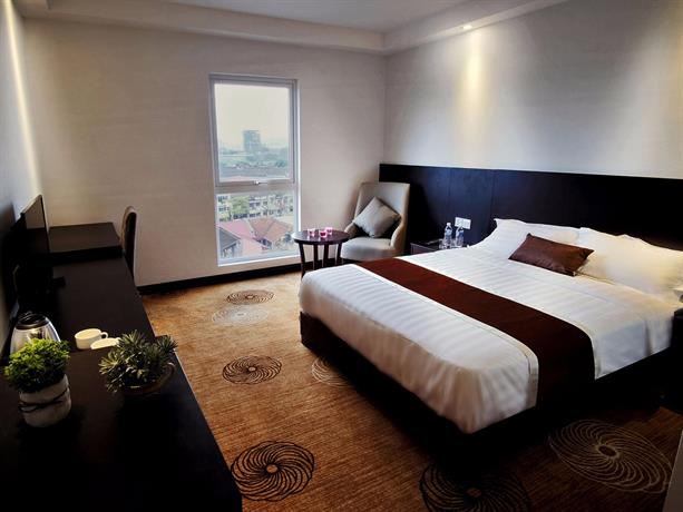 InnB Park Hotel - Bedroom With Balcony