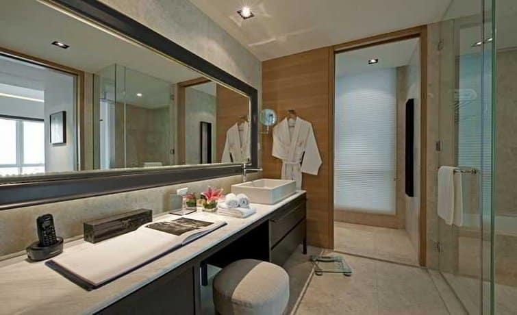 Lanson Place Bukit Ceylon Serviced Residences - Bathroom