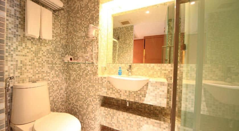 Le Fenix Sukhumvit-Bathroom