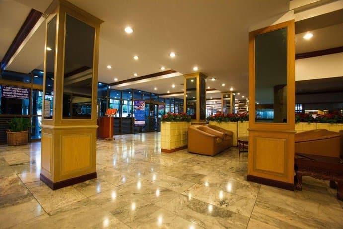Nana Hotel - Lobby