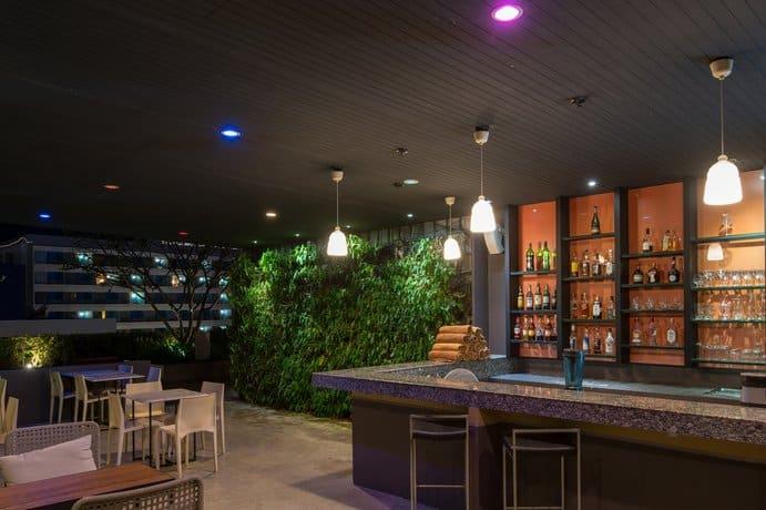 Page Hotel 10 - Bar & Restaurant