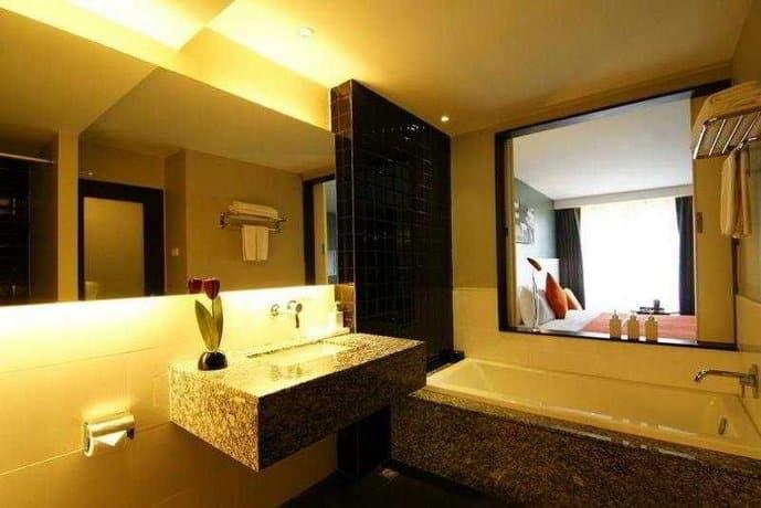 Page Hotel 10 - bathroom