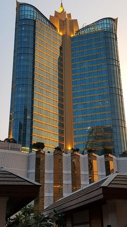 Serene Asoke Suites - Exterior View